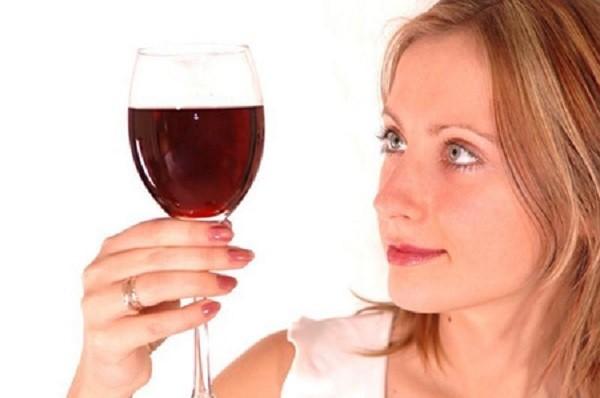uống rượu vang